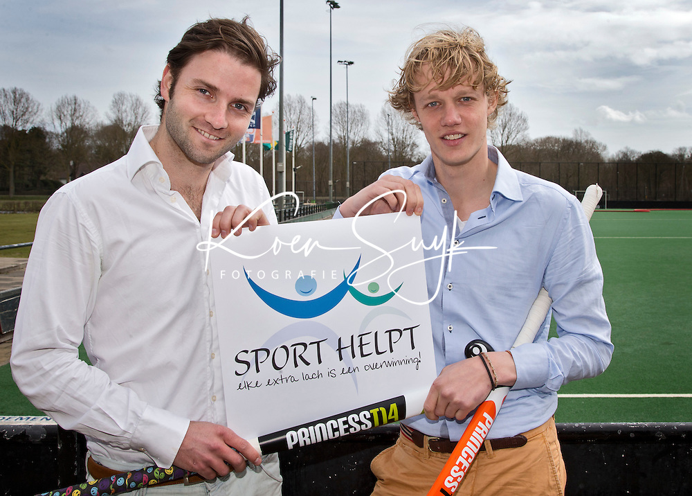 BLOEMENDAAL - initiatiefnemers Stichting SPORT HELPT, hockey-internationals Tim Jenniskens (r)  en Rogier Hofman. COPYRIGHT KOEN SUYK