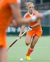 EINDHOVEN - Laura Nunnink,  zaterdag bij de oefenwedstrijd tussen het Nederlands team van Jong Oranje Dames en dat van de Vernigde Staten. Volgende week gaat het WK-21 in Duitsland van start. FOTO KOEN SUYK