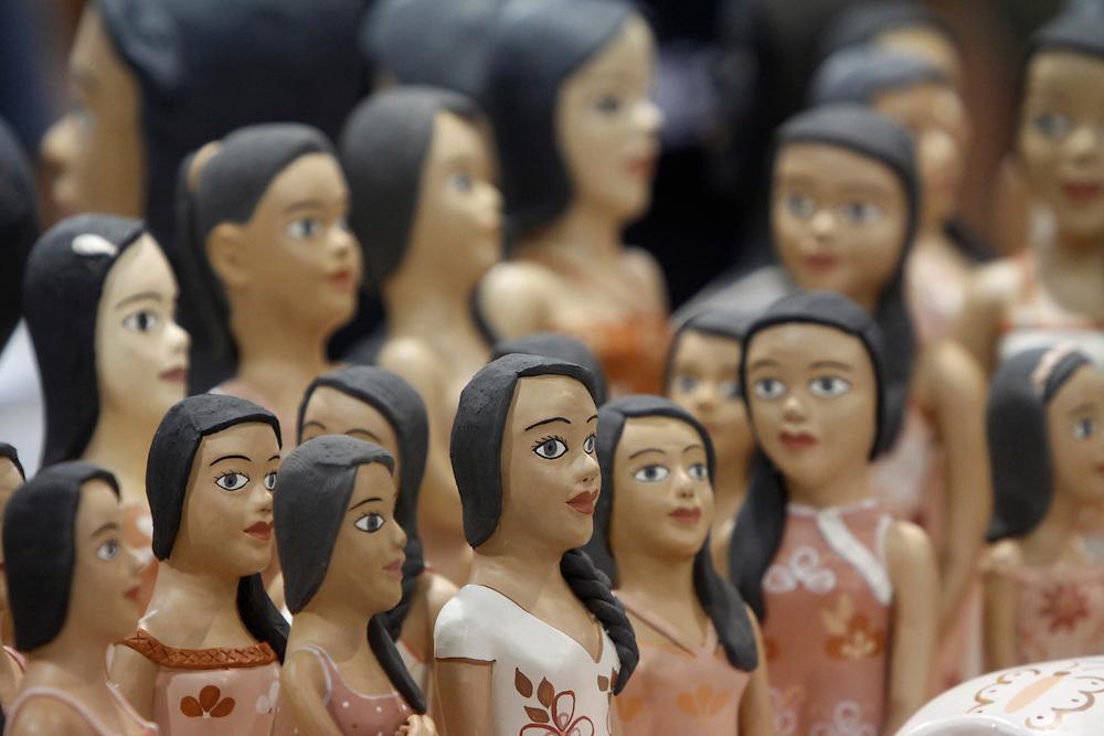 Belo Horizonte_MG, Brasil...Feira Nacional de Artesanato no pavilhao do Expominas em Belo Horizonte, Minas Gerais. Na foto bonecas do Jequitinhonha...National Crafts Fair at the pavilion of Expominas in Belo Horizonte, Minas Gerais. In this photo dolls of Jequitinhonha...Foto: MARCUS DESIMONI / NITRO.