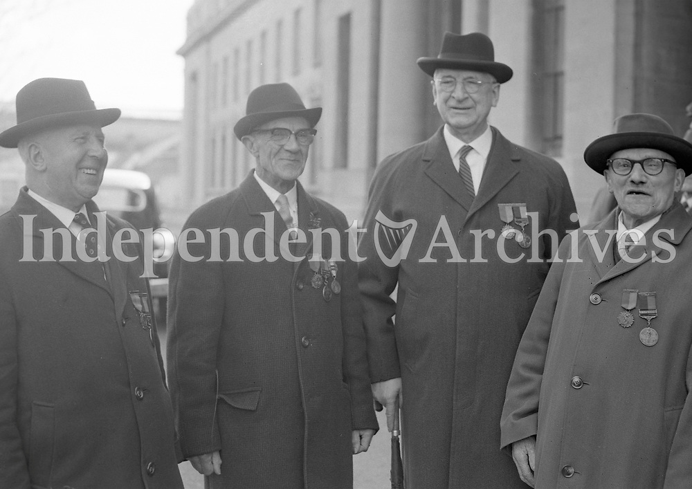 R4390<br /> Eamon De Valera pictured with other survivors of the rising at U.C.D. Earlsfort Terrace, Bolands Garrison. April 2 1966. <br /> (Part of the Independent Newspapers Ireland/NLI Collection)