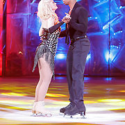 NLD/Hilversum/20130112 - 4e Liveshow Sterren Dansen op het IJs 2013, Monique Sluyter en schaatspartner Yannick Bonheur