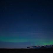 Noorderlicht boven landschap IJsland