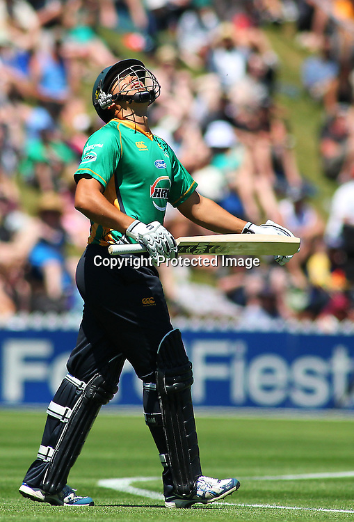 Ross Taylor takes to the pitch during their Twenty20 Cricket match - HRV Cup, Wellington Firebirds v Central Stags, 27 December 2011, Hawkins Basin Reserve, Wellington. . PHOTO: Grant Down / photosport.co.nz