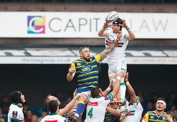 Pau's Ben Mowen claims the lineout<br /> <br /> Photographer Simon King/Replay Images<br /> <br /> European Rugby Challenge Cup - Semi Final - Cardiff Blues v Pau - Saturday 21st April 2018 - Cardiff Arms Park - Cardiff<br /> <br /> World Copyright © Replay Images . All rights reserved. info@replayimages.co.uk - http://replayimages.co.uk