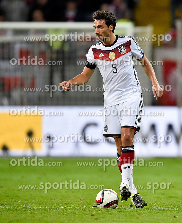 04.09.2015, Commerzbank Arena, Frankfurt, GER, UEFA Euro Qualifikation, Deutschland vs Polen, Gruppe D, im Bild Mats Hummels (GER) am Ball // during the UEFA EURO 2016 qualifier Group D match between Germany and Poland at the Commerzbank Arena in Frankfurt, Germany on 2015/09/04. EXPA Pictures &copy; 2015, PhotoCredit: EXPA/ Eibner-Pressefoto/ Weber<br /> <br /> *****ATTENTION - OUT of GER*****