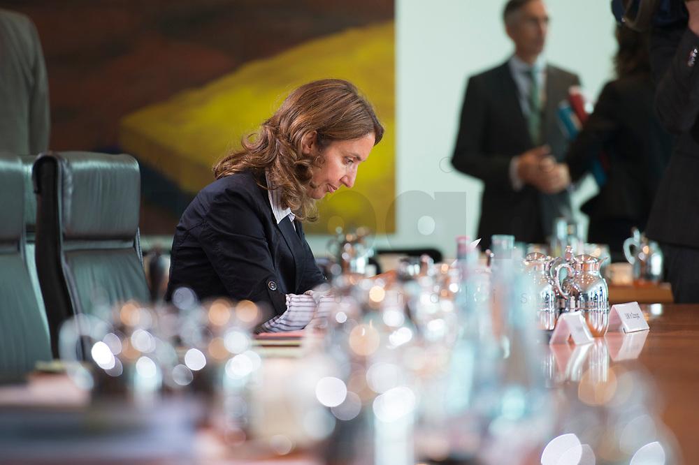 27 AUG 2014, BERLIN/GERMANY:<br /> Aydan Oezoguz, SPD, Beauftragte der Bundesregierung für Migration, Flüchtlinge und Integration, vor Beginn der Kabinettsitzung, Bundeskanzleramt<br /> IMAGE: 20140827-01-004<br /> KEYWORDS: Kabinett, Sitzung, Aydan Özoğuz
