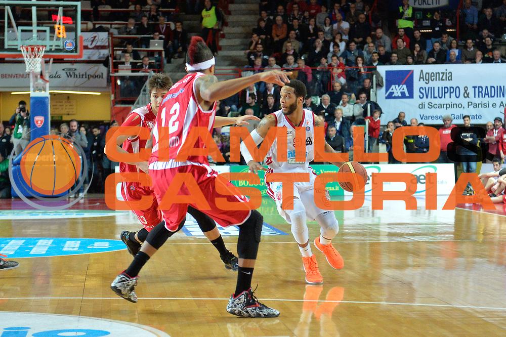 DESCRIZIONE : Varese Lega A 2012-13 Cimberio Varese Giorgio Tesi Group Pistoia<br /> GIOCATORE : Adrian Banks<br /> CATEGORIA : Palleggio<br /> SQUADRA : Giorgio Tesi Group Pistoia<br /> EVENTO : Campionato Lega A 2013-2014<br /> GARA : Cimberio Varese Giorgio Tesi Group Pistoia<br /> DATA : 23/03/2014<br /> SPORT : Pallacanestro <br /> AUTORE : Agenzia Ciamillo-Castoria/I.Mancini<br /> Galleria : Lega Basket A 2013-2014  <br /> Fotonotizia : Varese Lega A 2013-2014 Pallacanestro Cimberio Varese Giorgio Tesi Group Pistoia<br /> Predefinita :