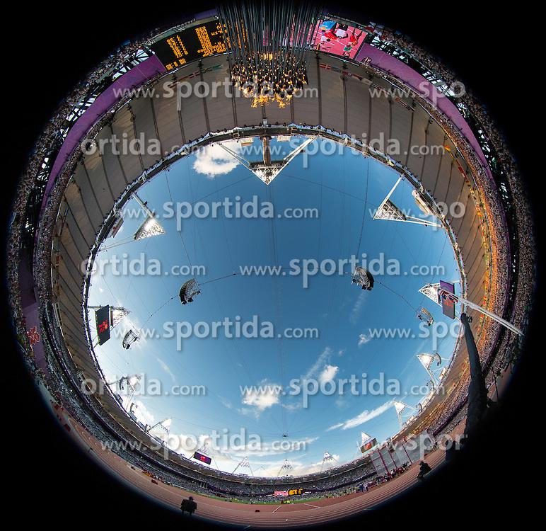 03.08.2012, Olympia Stadion, London, GBR, Olympia 2012, Siebenkampf, Kugelstossen, Damen, im Bild das Olympische Feuer Brennt im Olympia Stadion // the Olympic flame burns during Women Heptathlon Shot Put at the 2012 Summer Olympics at Olympic Stadium, London, United Kingdom on 2012/08/03. EXPA Pictures © 2012, PhotoCredit: EXPA/ Johann Groder