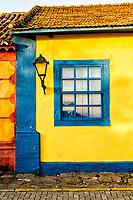 Detalhe da fachada de casa colonial em Santo Antonio de Lisboa. Florianópolis, Santa Catarina, Brasil. / Detail of colonial architecture house facade at Santo Antonio de Lisboa district. Florianopolis, Santa Catarina, Brazil.