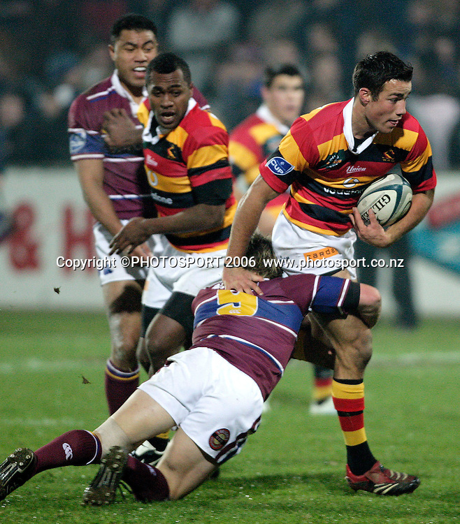 Richard Kahui in action during the Air New Zealand Cup rugby match between Southland and Waikato at Rugby Park Stadium, Invercargill, on Saturday 5 August 2006. Photo: Richard Jones/PHOTOSPORT<br /> <br /> <br /> 050806 week 2 npc