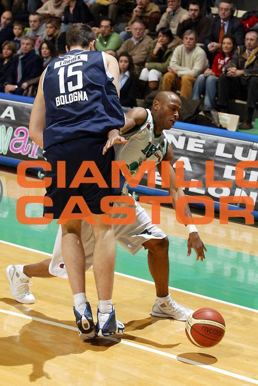 DESCRIZIONE : Siena Lega A1 2005-06 Montepaschi Siena Climamio Fortitudo Bologna <br /> GIOCATORE : Woodward Fallo <br /> SQUADRA : Montepaschi Siena <br /> EVENTO : Campionato Lega A1 2005-2006 <br /> GARA : Montepaschi Siena Climamio Fortitudo Bologna <br /> DATA : 08/01/2006 <br /> CATEGORIA : Palleggio <br /> SPORT : Pallacanestro <br /> AUTORE : Agenzia Ciamillo-Castoria/G.Ciamillo