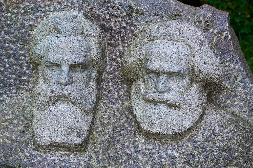 Lituanie (pays baltes), comté de Alytus, Druskininkai, le parc Gruto Parkas ou Parc Grutas surnommé le monde de Stalin, Joseph Stalin né le 21 decembre 1879 mort le 5 mars 1953, statue de Marx // Lithuania (Baltic Countries), Alytus region, city of Druskininkai, Gruto Park, the Stalin world, Marx statue