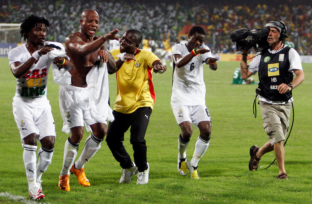 Fan dancing with black stars Junior Agogo after vicoty over Nigeria in the Quarter final of the African Cup nations 2008. Ohene Djan stadium. Accra. Ghana. West Africa..©Picture Zute Lightfoot.  07939 108077. www.lightfootphoto.co.uk