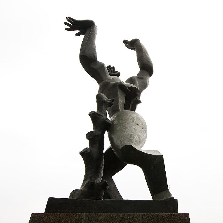 Nederland. Rotterdam, 15 oktober 2007. <br /> &quot;De verwoeste stad&quot; van Zadkine.<br /> Minister Ronald Plasterk (OCW) maakt maandag een lijst bekend van honderd nieuwe monumenten, die stammen uit de 'Wederopbouwperiode', van 1940 tot en met 1958.&nbsp;<br /> Foto Martijn Beekman <br /> NIET VOOR TROUW, AD, TELEGRAAF, NRC EN HET PAROOL