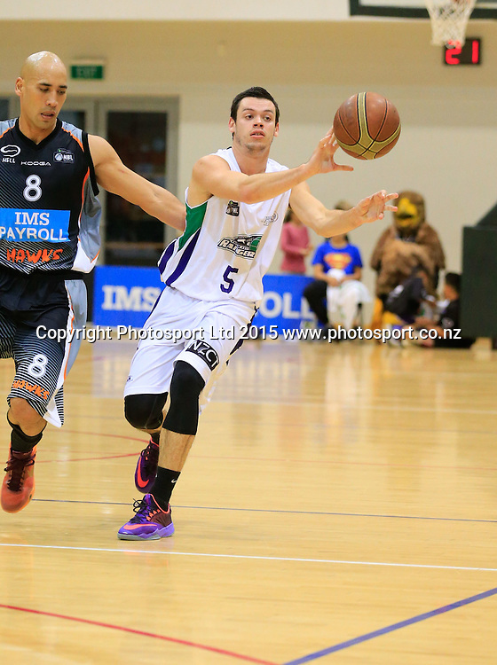 Ranger's Jason Cadee with the ball. NBL basketball, Hawkes Bay Hawks  v Super City Rangers, PG Arena, Napier, New Zealand. Saturday, 18 April, 2015. Copyright photo: John Cowpland / www.photosport.co.nz