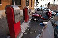 Roma 21 Luglio 2011.Automobili elettriche  si riforniscono  presso una  stazione di rifornimento elettricità per veicoli in Largo Teatro Valle..Rome, July 21, 2011. Electric cars is supplied electricity at a fueling station for vehicles in Largo Teatro Valle.
