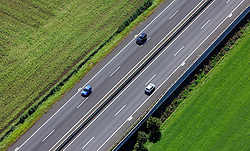 THEMENBILD, Luftaufnahme von Kraftfahrzeugen auf der Murtal Schnellstrasse (S36), aufgenommen am 06. September 2015, Spielberg, Österreich // Aerial view of cars on the Murtal motorway (S36), Spielberg, Austria on 2015/09/06. EXPA Pictures © 2015, PhotoCredit: EXPA/ JFK