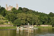Elbeufer, Elbe, Schloss Eckberg, Schaufelrad Dampfer der Weissen FlotteDresden, Sachsen, Deutschland. .Dresden, Germany, river Elbe, paddle steamer, Castle Eckberg