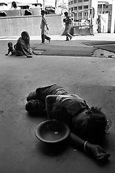 BANGLADESH DHAKA JAN95 - A child sleeps rough on the pavement next to Bangla Stadium. Next to her is a bowl for alms...jre/Photo by Jiri Rezac..© Jiri Rezac 1995