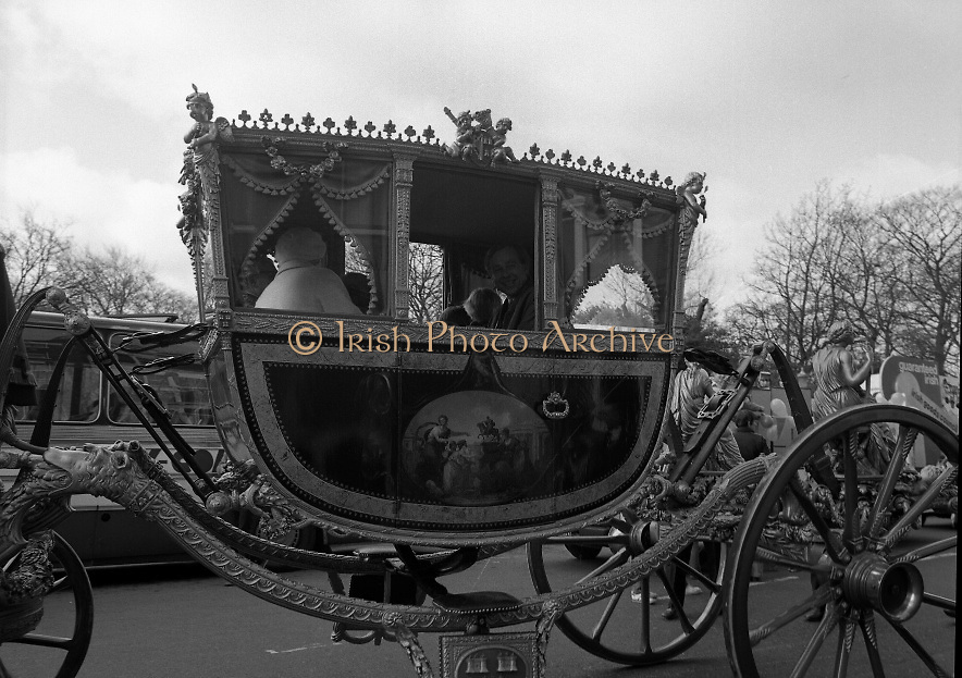 St Patrick's Day Parade.1982.17/03/1982.03.17.1982.17th March 1982..The Lord Mayor and guests travel in the luxury ornate coach as it passes the Shelbourne Hotel on St Stephens' Green.