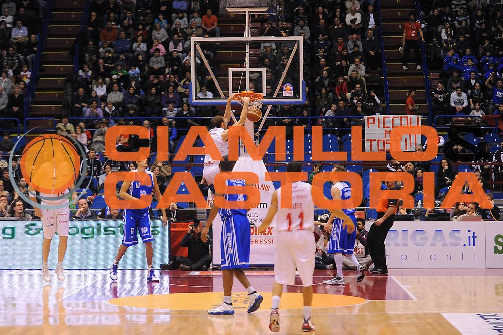 DESCRIZIONE : Milano Lega A 2010-11 Armani Jeans Milano Dinamo Sassari<br /> GIOCATORE : Oleksiy Pecherov<br /> SQUADRA : Armani Jeans Milano<br /> EVENTO : Campionato Lega A 2010-2011<br /> GARA : Armani Jeans Milano Dinamo Sassari<br /> DATA : 27/02/2011<br /> CATEGORIA : Schiacciata<br /> SPORT : Pallacanestro<br /> AUTORE : Agenzia Ciamillo-Castoria/A.Dealberto<br /> Galleria : Lega Basket A 2010-2011<br /> Fotonotizia : Milano Lega A 2010-11 Armani Jeans Milano Dinamo Sassari<br /> Predefinita :