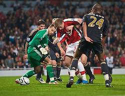 LONDON, ENGLAND - Wednesday, October 28, 2009: Liverpool's goalkeeper Diego Cavalieri and Arsenal's Nicklas Bendtner during the League Cup 4th Round match at Emirates Stadium. (Photo by David Rawcliffe/Propaganda)