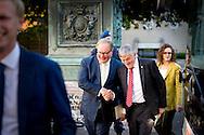 DEEN HAAG - Wim van de Camp en Hans van Baalen nederlandse leden van het europees parlement komen aan bij paleis Noordeinde  voor COPYRIGHT ROBIN UTRECHT