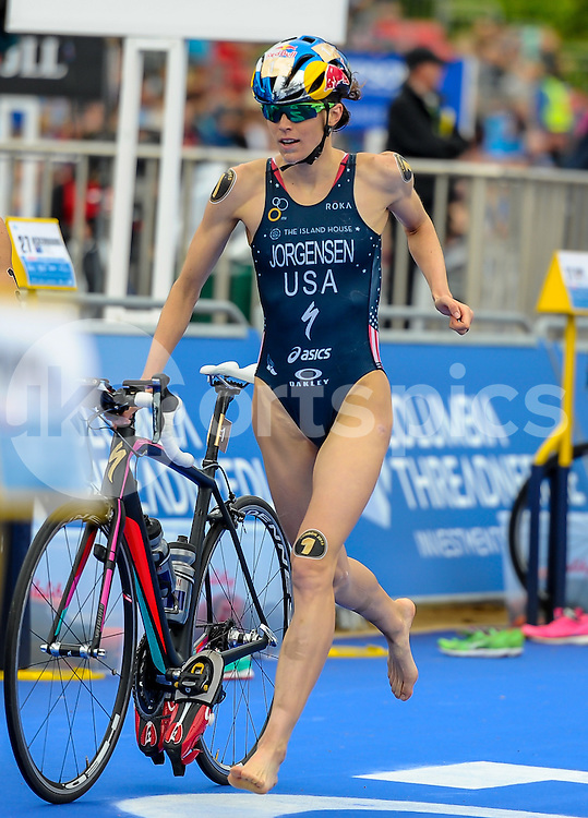 Gwen Jorgensen (USA) approaches the crossover point during The ITU Vitality World Triathlon at Hyde Park, London, England on 31 May 2015. Photo by Salvio Calabrese.
