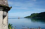 Bahia de Portobelo, Galeón Picton Castle, Mayo 2018.©Victoria Murillo/Istmophoto.com Portobelo es un puerto natural y un poblado ubicado en la República de Panamá. Una de las poblaciones más importantes de América durante la época colonial y puerto por el que pasó la mayoría de las riquezas que España embarcó hacia Europa procedentes de la conquista de América. Portobelo está localizado en la costa norte del istmo de Panamá, unos 50 km al noreste de la ciudad de Colón. Limita al norte con el mar Caribe, al sur con la provincia de Panamá, al este con el distrito de Santa Isabel y al oeste con la ciudad de Colón. ©Victoria Murillo/Istmophoto.com