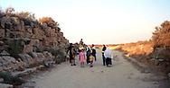 Libia  Sabratha .Città  romana a circa 67km da Tripoli.Famiglia di libici in visita alle rovine.<br /> Sabratha Libya. Roman city about 67km from Tripoli. Libyan family visiting the ruins