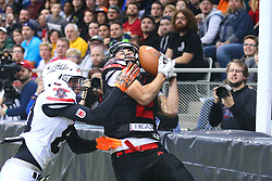 05.11.2016, Albert Schultz Halle, Wien, AUT, Arena Bowl 2016, Team White vs Team Black, im Bild Benjamin Fussenegger (Team White, #80, Cornerback, Cineplexx Blue Devils) und  Jakub Wolesky (Team Black, #2, Wide Receiver, Prague Black Panthers) // during the Arena Bowl 2016 between Team White vs Team Black at the Albert Schultz Ice Arena, Vienna, Austria on 2016/11/05. EXPA Pictures © 2016, PhotoCredit: EXPA/ Thomas Haumer
