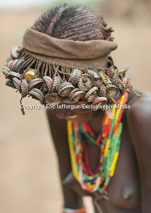 Ethiopian Tribe Recycles Modern Worldís Discards Into Fashion Accessories<br />