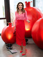 Queen Rania Radiant In Red