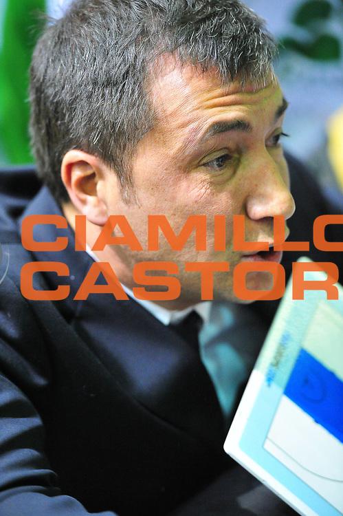 DESCRIZIONE : Sassari Lega A 2012-13 Dinamo Sassari Montepaschi Siena<br /> GIOCATORE : Luca Banchi<br /> CATEGORIA : Coach<br /> SQUADRA : Montepaschi Siena<br /> EVENTO : Campionato Lega A 2012-2013 <br /> GARA : Dinamo Sassari Montepaschi Siena<br /> DATA : 14/01/2013<br /> SPORT : Pallacanestro <br /> AUTORE : Agenzia Ciamillo-Castoria/M.Turrini<br /> Galleria : Lega Basket A 2012-2013  <br /> Fotonotizia : Sassari Lega A 2012-13 Dinamo Sassari Montepaschi Siena<br /> Predefinita :