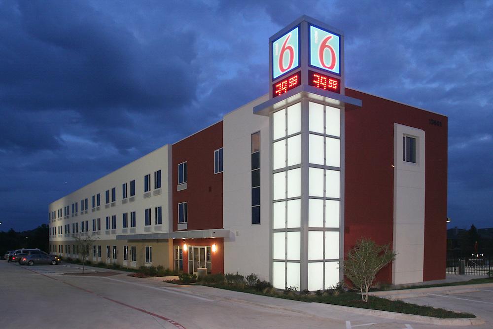 Motel 6 night architectural photograph,Dallas architectural photographer