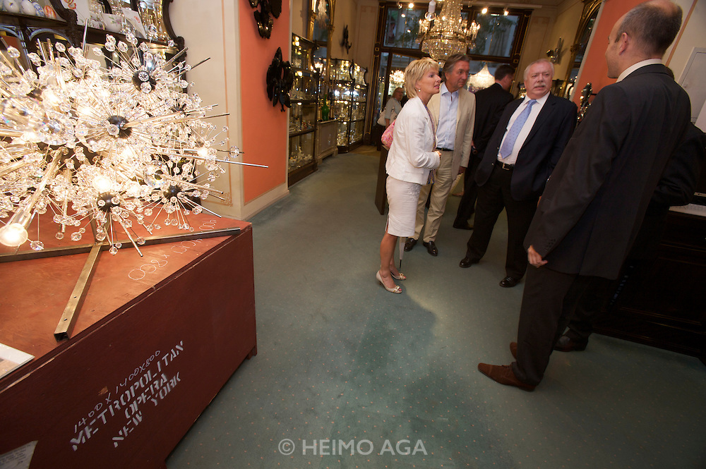Vienna's Mayor Dr. Michael Ha?upl (2nd from r.) attending a reception at Lobmeyr/Vienna to celebrate the restauration of 11 crystal chandeliers Lobmeyr had created for the foyer and auditorium of New York's Metropolitan Opera, in 1966..The Sputnik-like steel structures with 51.000 individual crystals are completely dismantled, cleaned, and re-built from the ground, while many missing crystals and damaged or outdated parts are being replaced. This takes approximatley one month..Lobmeyr's prestigeuos client list includes H.R.H. Queen Elisabeth II., the Sultan of Brunei, Arnold Schwarzenegger and many others.