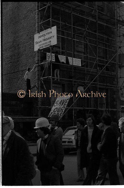"""05/04/1978.04/05/1978.5th April 1978.Photograph of the protests against the destruction of Molesworth Hall. The confused situation in Molesworth St., as building workers from the derelict building being demolished for the Gallagher Group, staged a sit-in protest against the demolition. The notices read """"Save the Street"""", and """"Save our Jobs"""" as the two groups oppose each other."""