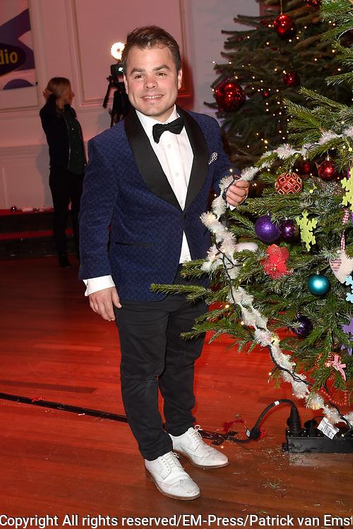 Sky Radio's jaarlijkse goede doelen-event Christmas Tree For Charity in Studio 22, Hilversum.<br /> <br /> Op de foto: Roel van Velzen