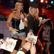 NLD/Amsterdam/20050806 - Gaypride 2005, optreden Vanessa en Mayday