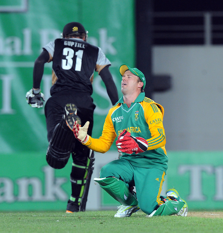 South Africa's AB de Villiers goes down on his knees as the return to the stumps hit New Zealand's Martin Guptill on the back in the third twenty/20 International Cricket match, Eden Park, Auckland, New Zealand, Wednesday, February 22, 2012. Credit:SNPA / Ross Setford