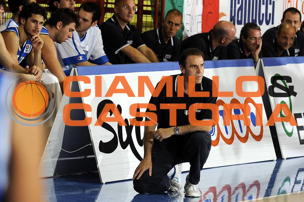 DESCRIZIONE : Porto San Giorgio Eurobasket Men 2009 Additional Qualifying Round Italia Finlandia<br /> GIOCATORE : Carlo Recalcati Andrea Bargnani<br /> SQUADRA : Italia Italy Nazionale Italiana Maschile<br /> EVENTO : Eurobasket Men 2009 Additional Qualifying Round <br /> GARA : Italia Finlandia Italy Finland<br /> DATA : 20/08/2009 <br /> CATEGORIA : coach ritratto delusione<br /> SPORT : Pallacanestro <br /> AUTORE : Agenzia Ciamillo-Castoria/G.Ciamillo