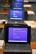 Nederland, Ubbergen, 12-5-2014 Eindexamen Kunst op de HAVO Notre Dame des Anges. Het examen wordt geheel met de laptop computer afgenomen. Nadat de opgaven uit de kluis zijn gehaald worden ze voor de ogen van de leerlingen geopend en vervolgens uitgedeeld. Foto: Flip Franssen/Hollandse Hoogte