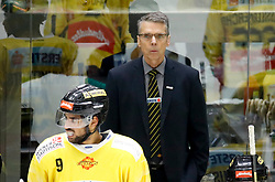 17.01.2020, Merkur Eisstadion, Graz, AUT, EBEL, Moser Medical Graz 99ers vs Vienna Capitals, 41. Runde, im Bild Headcoach Dave Cameron (Vienna Capitals) // Headcoach Dave Cameron (Vienna Capitals) during the Erste Bank Eishockey League 41th round match between Moser Medical Graz 99ers and Vienna Capitals at the Merkur Eisstadion in Graz, Austria on 2020/01/17. EXPA Pictures © 2020, PhotoCredit: EXPA/ Erwin Scheriau
