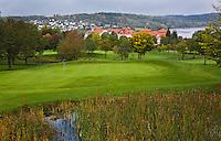 WESTERBURG , DUITSLAND - Hole 4 met hotel, Golf Club Wiesensee bij Lindner Hotel & Sporting Club Wiesensee in Westerburg (Westerwald). COPYRIGHT KOEN SUYK