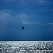 Kite surfer in Agrigento, Italy. Kite-surfeur en Sicile.