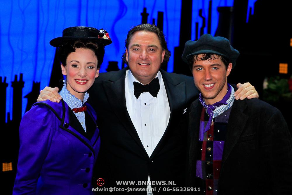 NLD/Scheveningen/20100411 - Premiere musical Mary Poppins, Noortje Herlaar en William Spaaij en Erwin van Lambaart