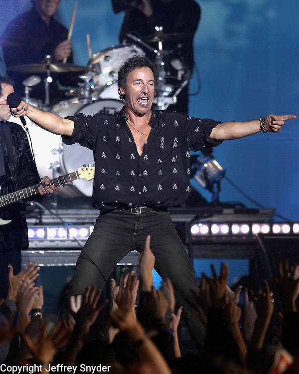 Bruce Springsteen - MTV Video Music Awards 2002 - American Museum of Natural History