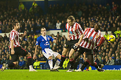 LIVERPOOL, ENGLAND - Wednesday, January 27, 2010: Everton's Leon Osman shoots against Sunderland during the Premiership match at Goodison Park. (Photo by: David Rawcliffe/Propaganda)