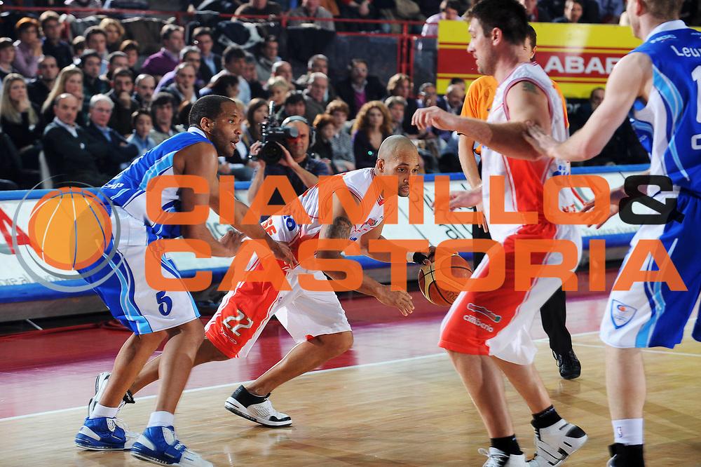 DESCRIZIONE : Varese Lega A 2009-10 Cimberio Varese NGC Medical Cantu<br /> GIOCATORE : Randolph Childress<br /> SQUADRA : Cimberio Varese<br /> EVENTO : Campionato Lega A 2009-2010 <br /> GARA :  Cimberio Varese NGC Medical Cantu<br /> DATA : 09/01/2010<br /> CATEGORIA : Palleggio<br /> SPORT : Pallacanestro <br /> AUTORE : Agenzia Ciamillo-Castoria/A.Dealberto<br /> Galleria : Lega Basket A 2009-2010 <br /> Fotonotizia : Varese Campionato Italiano Lega A 2009-2010 Cimberio Varese NGC Medical Cantu<br /> Predefinita :