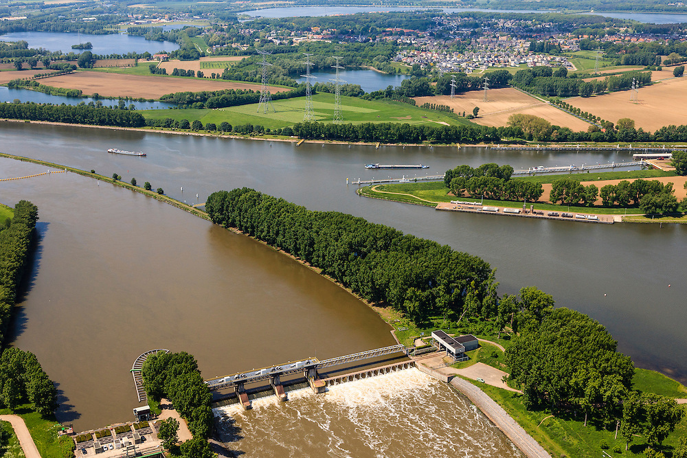 Nederland, Limburg, Gemeente Maasgouw, 27-05-2013; Stuw bij Linne.<br /> Weir and spillway at Linne. Meuse and Meuse-lakes near Roermond.luchtfoto (toeslag op standard tarieven);<br /> aerial photo (additional fee required);<br /> copyright foto/photo Siebe Swart.